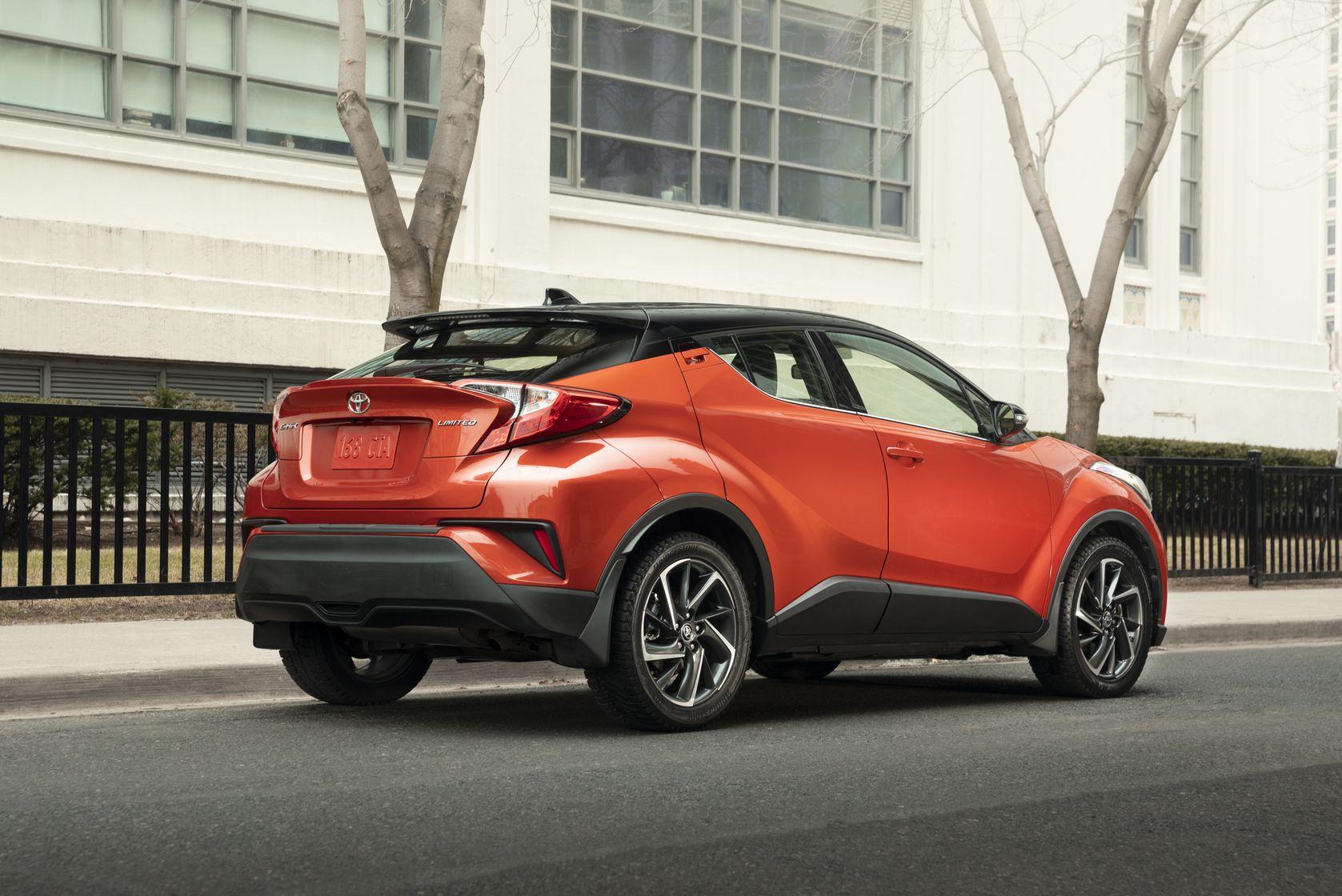 Arrière du Toyota C-HR 2020 rouge