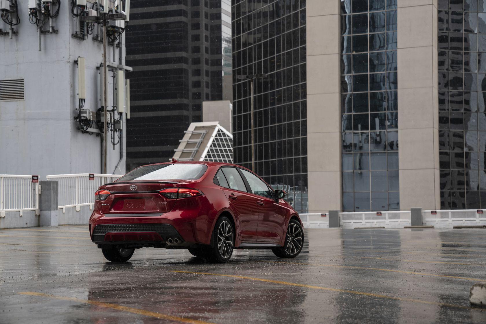 Arrière de la Toyota Corolla 2020 rouge