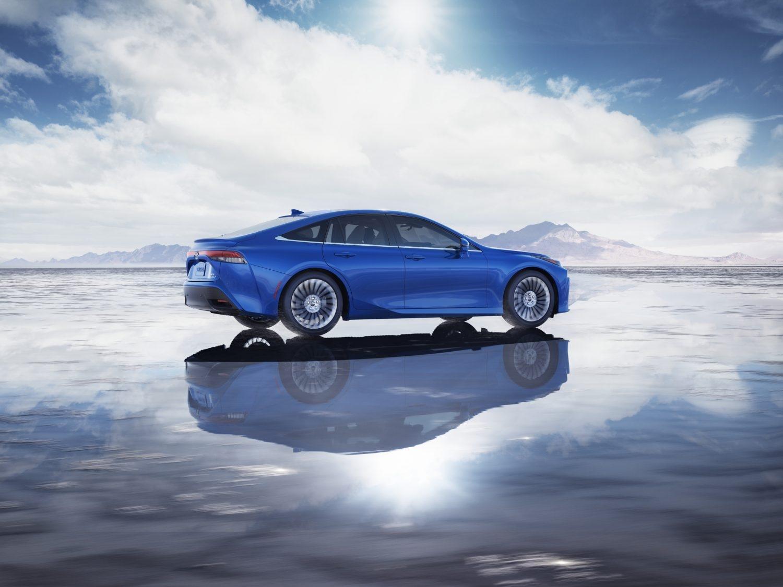 Toyota Mirai 2021 bleue vue du côté passager